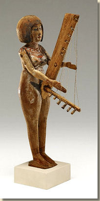 an01444476_001_lpainted-wooden-figure-of-a-female-harpist-late-tijd-bm-londen