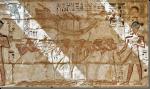De processie met de Hnw-bark. Afbeelding in de tempel van Ramses III, Medinet Haboe