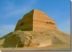 De piramide van Snofroe in Meidoem